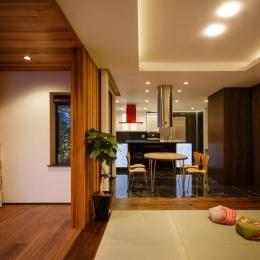 CAT HOUSE (猫と暮らす家) (畳と天然石の床が調和したLDK)