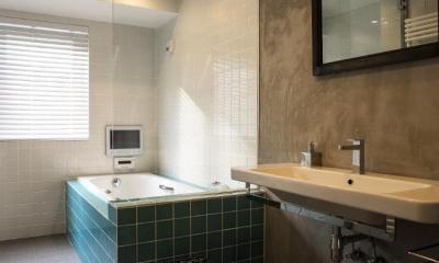 ヨーロピアンとオリエンタル、モダンが融合した、高級感あるラウンジのような空間 (サニタリー・バスルーム)