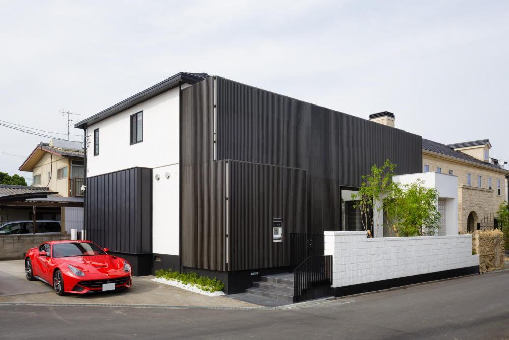 外観事例:黒い格子を使用した和モダン住宅(CAT HOUSE (猫と暮らす家))