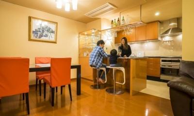 家族の絆が深まるバーカウンターを備えた都心のタワーマンション