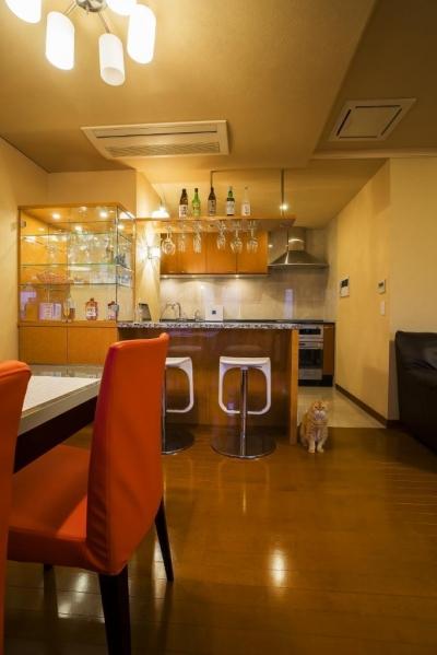 リビングダイニングキッチン (家族の絆が深まるバーカウンターを備えた都心のタワーマンション)