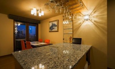 リビングダイニングキッチン|家族の絆が深まるバーカウンターを備えた都心のタワーマンション