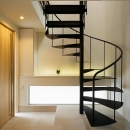 玄関ホールと螺旋階段