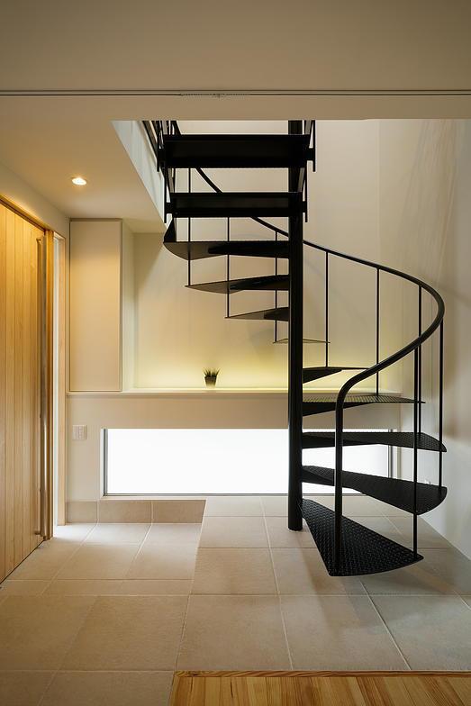 玄関事例:玄関ホールと螺旋階段(ONE  BOX)