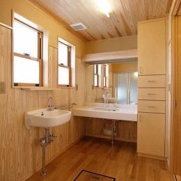 邑久町の家 (自然素材に囲まれた洗面スペース)
