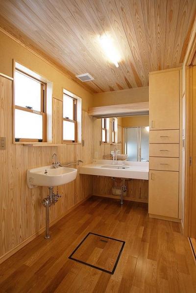 自然素材に囲まれた洗面スペース (邑久町の家)
