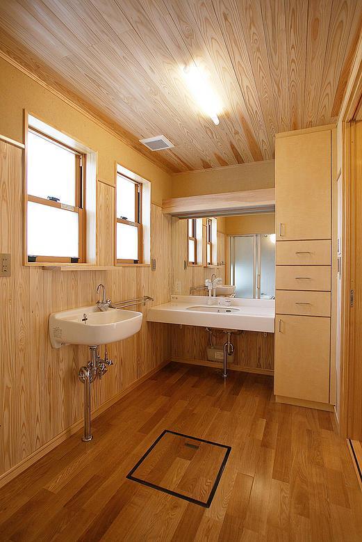 邑久町の家の部屋 自然素材に囲まれた洗面スペース