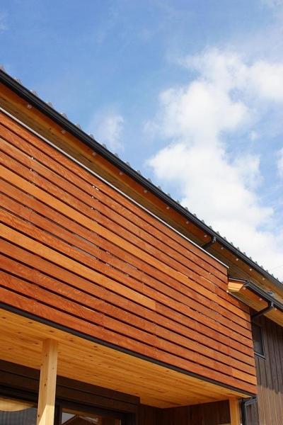 自然素材で囲ったバルコニー (邑久町の家)