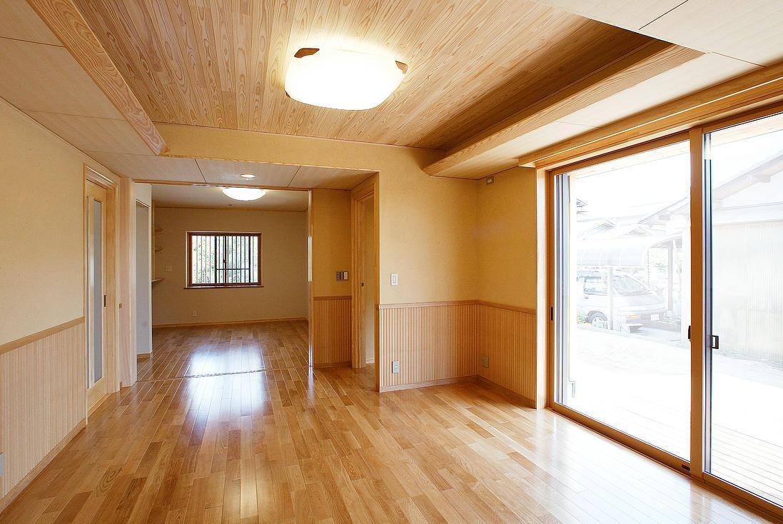 邑久町の家の部屋 自然素材が活かされたリビング