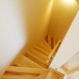どまどまハウス (木を感じる階段)
