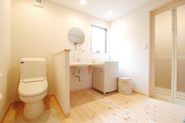 ほくほく北欧の部屋 ナチュラルな洗面、トイレ