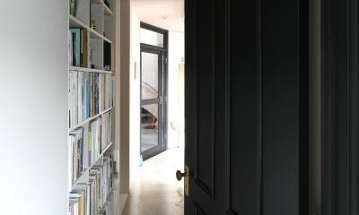 K邸 (ベッドルームから廊下への扉)