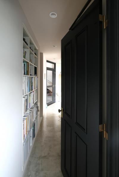 ベッドルームから廊下への扉 (K邸)