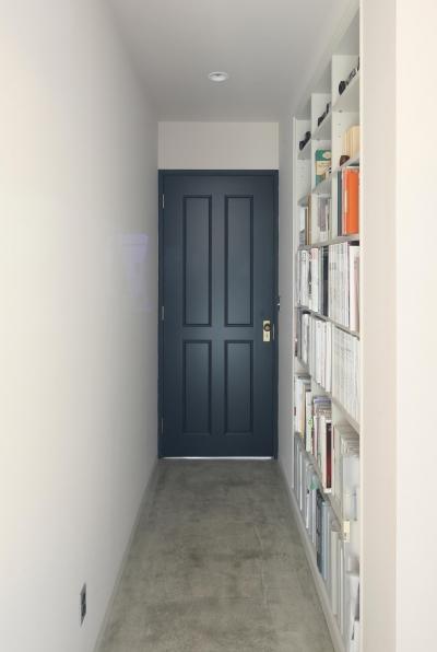 廊下壁付け本棚 (K邸)