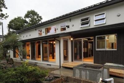 翡翠の家 (開放感のある外観)