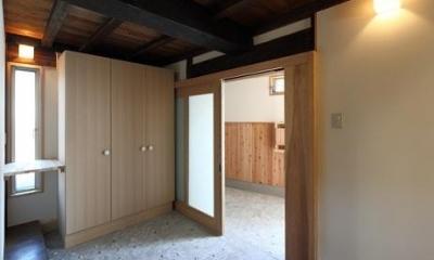 翡翠の家 (収納のある引き戸の玄関)