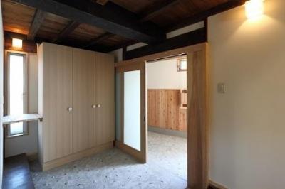 収納のある引き戸の玄関 (翡翠の家)