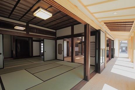 翡翠の家の部屋 広々とした和室