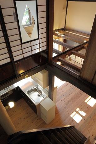 翡翠の家の部屋 上からキッチン眺める