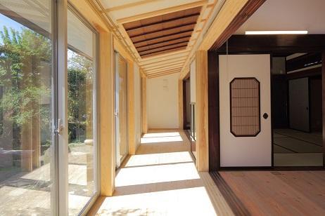 翡翠の家の部屋 陽ざしを感じる空間
