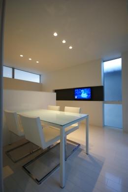 HT-HOUSE (白いシンプルなダイニング)