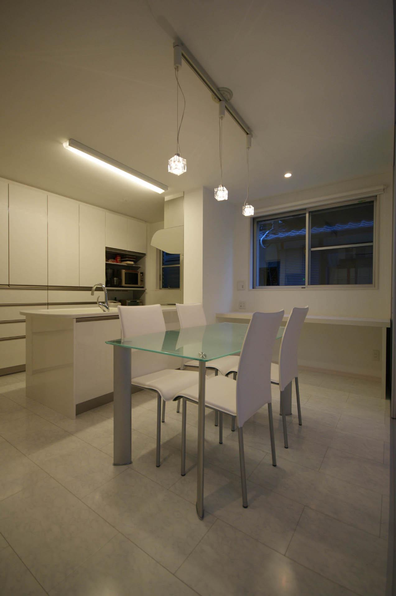 N-HOUSEの部屋 白で統一されたダイニングキッチン