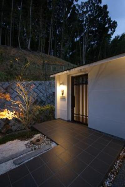 木格子戸の玄関 (HA-HOUSE)