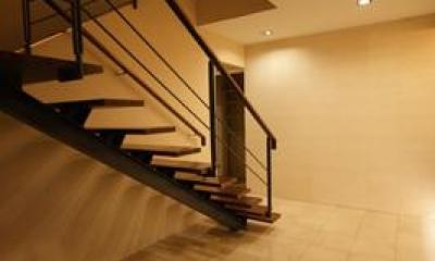 F-HOUSE (大きな階段のあるエントランス)