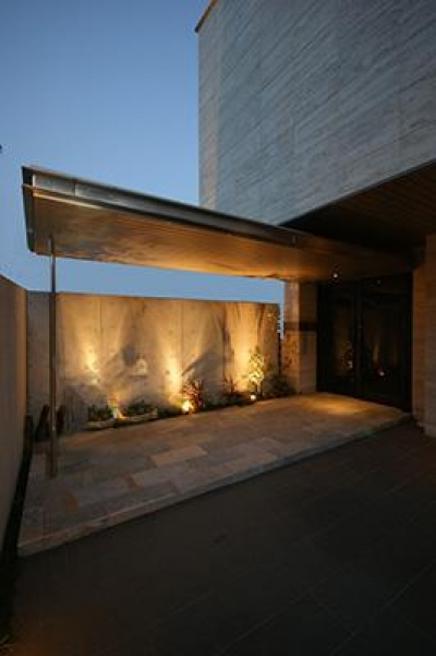 F-HOUSE (石畳のアプローチ)