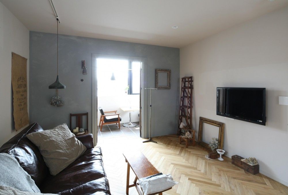 K邸 (グレーの塗装壁が部屋の印象を変える)