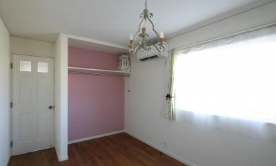 M邸 (ラズベリーピンク色のアクセント壁)