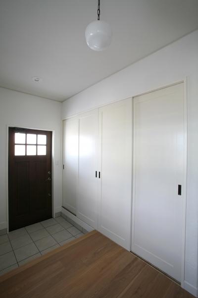 大きな収納のある広々玄関スペース (M邸)