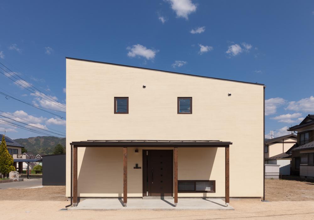 宮田の家の写真 白い外観